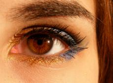 Eye makeup and contact lenses tips