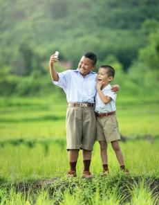 Korean Researchers Look Into The Link Between Dry Eye And Smartphone Usage In Pre-Teens