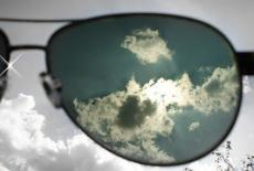 New Solar Powered Glasses Can Charge Mobile Devices