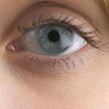 "Infection can damage eye ""within hours"""