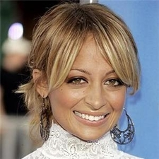 Nicole Richie accentuates eyes with shimmery makeup