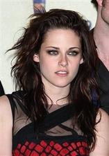 Twilight star sleeps in eye makeup