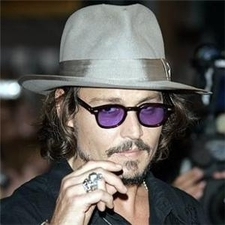 "Green contact lenses and makeup leave Depp ""almost unrecognisable"""