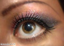 "Valentine""s eye makeup tips offered to people"