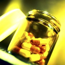 "Half doses of antibiotics ""can treat blindness"""