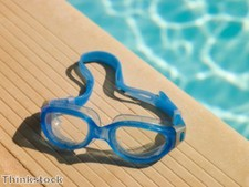 """Always wear goggles"" when swimming with contact lenses"