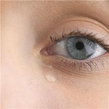 "Tears ""could be used to assess suitability for extended wear contact lenses"""